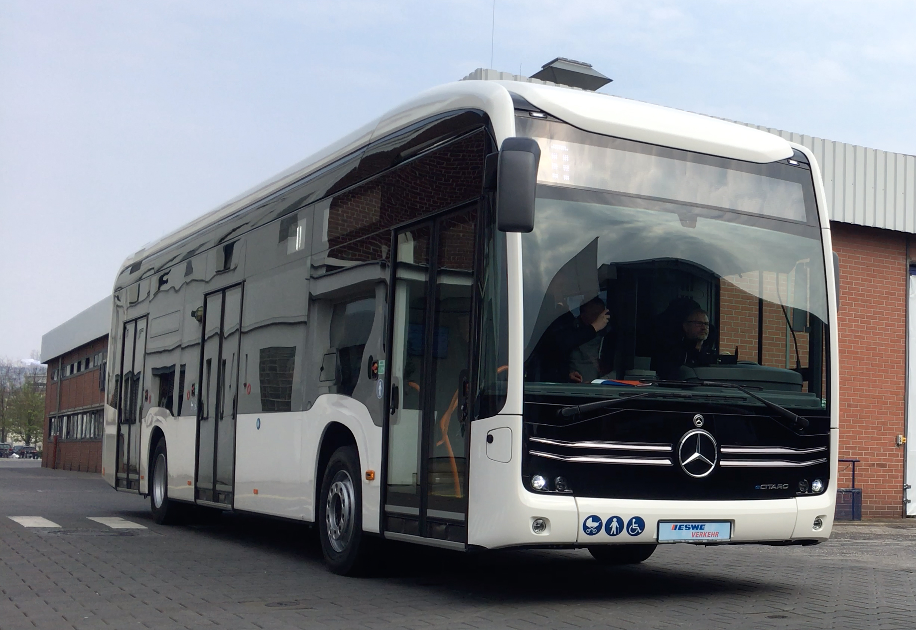 Mercedes Benz liefert 56 elektrische Stadtbusse nach Wiesbaden