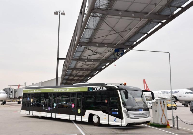 Landesflughafen setzt sechs weitere Elektrobusse ein