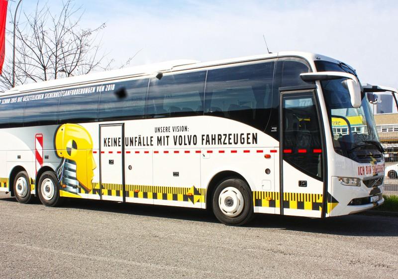 Premiere des vollelektrischen Volvo 7900 Electric und des Volvo Dynamic Steering für Reisebusse